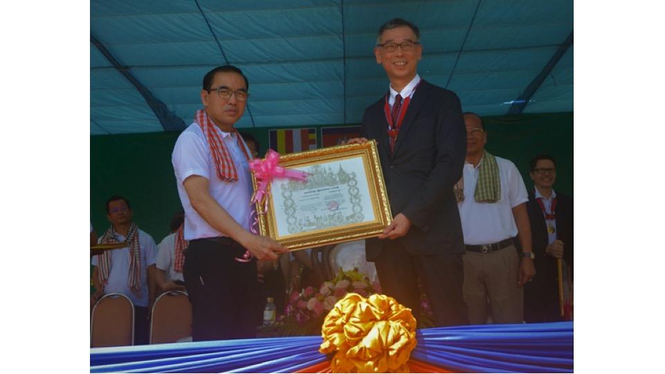 八木信行教授が、2019年度カンボジア王国友好勲章(Royal Order of Sahametrei, Commander class)を受賞しました